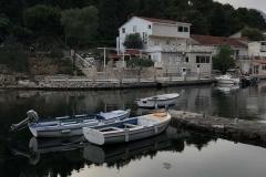 Korcula-Croazia-Uvala-Luka-riflesso-barche-casa