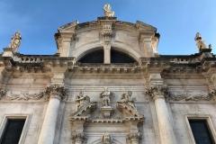 Stradun-Dubrovnik-Chiesa-di-San-Biagio-facciata-pietra-bianca