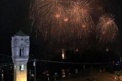 fuochi-dartificio-di-san-giovanni-isola-comacina-campanile-di-ossuccio-lago-di-como
