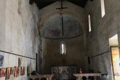 interno-della-chiesa-di-santa-maria-maddalena-di-ossuccio-stile-romanico