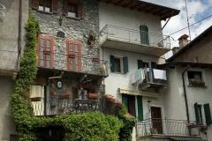 nucleo-storico-di-ossuccio-lago-di-como-case-con-fiori
