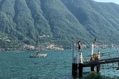 ragazzi-sul-pontile-del-lido-di-ossuccio-estate-sul-lago-di-como