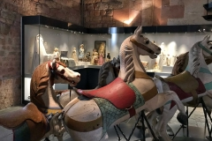 Rocca-di-Angera-famiglia-Borromeo-Museo-delle-Bambole-del-Giocattolo-cavalli-a-dondolo