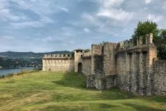 Rocca-di-Angera-famiglia-Borromeo-mura-giardino-prato