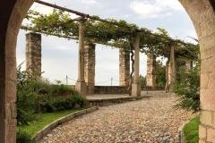 Rocca-di-Angera-famiglia-Borromeo-portale-ingresso-pergolato
