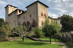 Rocca-di-Angera-famiglia-Borromeo-vista-dal-giardino-medievale