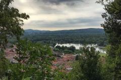 Rocca-di-Angera-famiglia-Borromeo-vista-su-Angera-alberi-natura