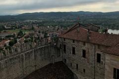 Rocca-di-Angera-vista-dalla-torre-Visconti-cortile-interno
