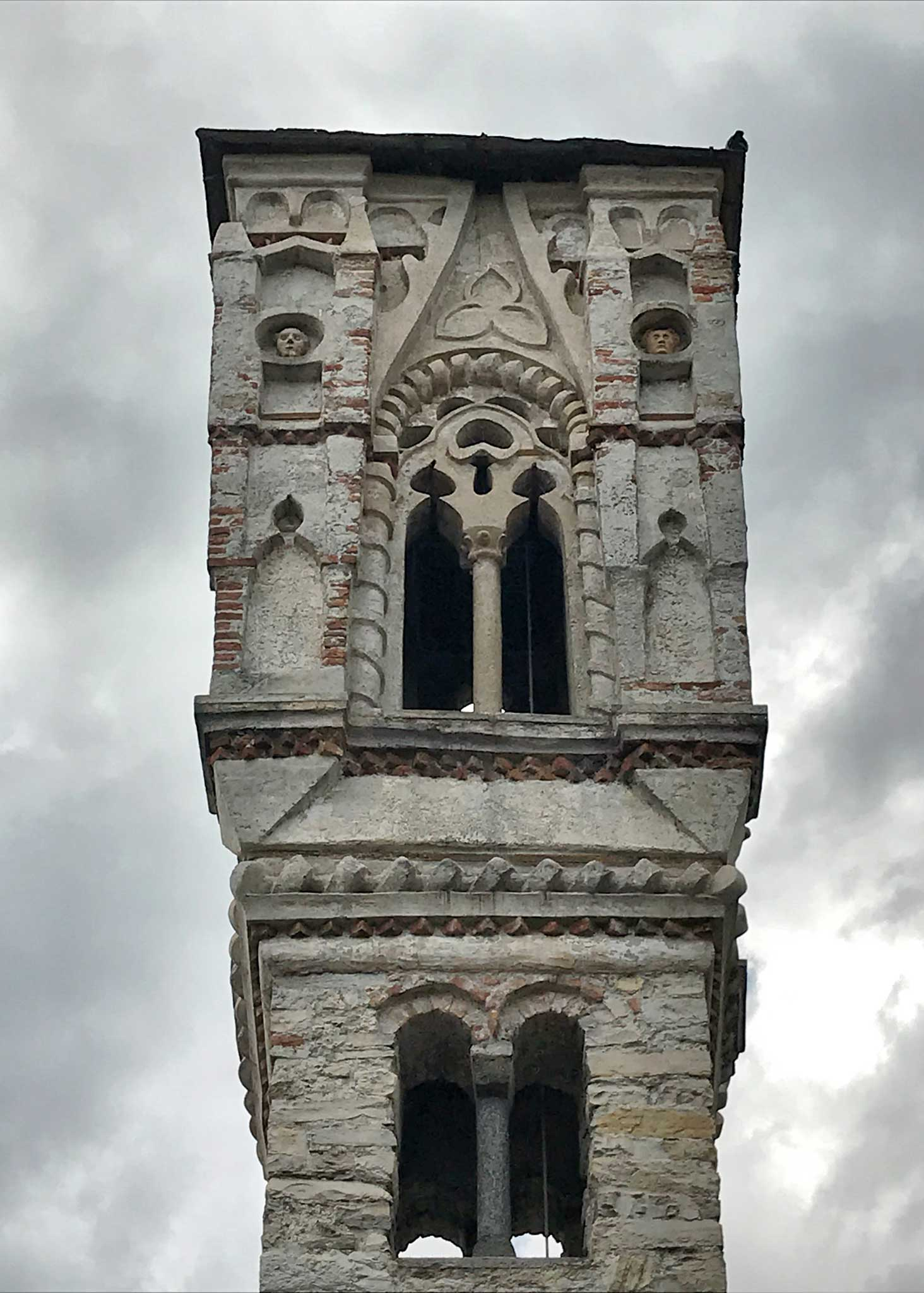 Ossuccio-Lago-di-Como-campanile-medievale-strada-Regina-patrimonio-unesco