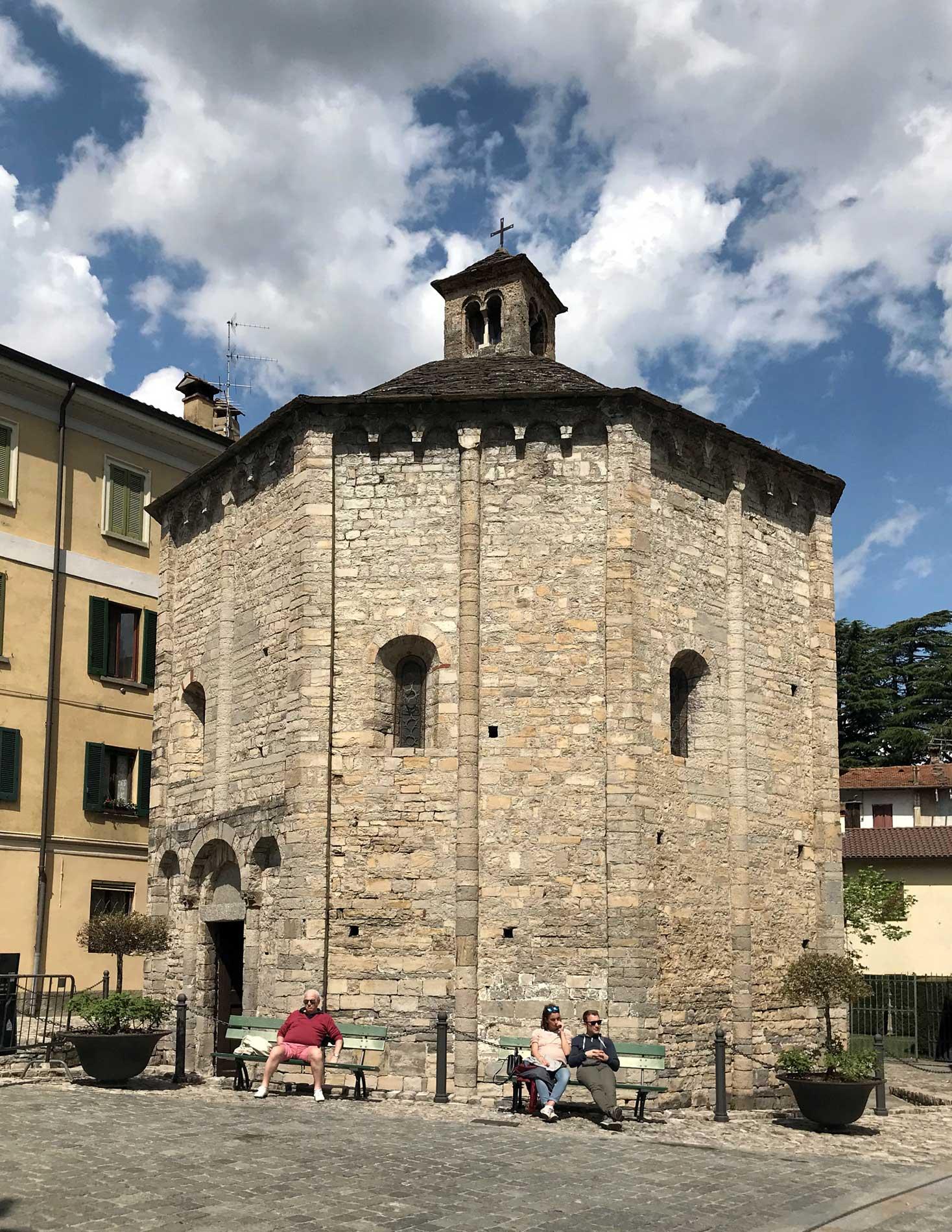 Lenno-Battistero-San-Giovanni-evangelista-ottagonale-piazza-XI-febbraio