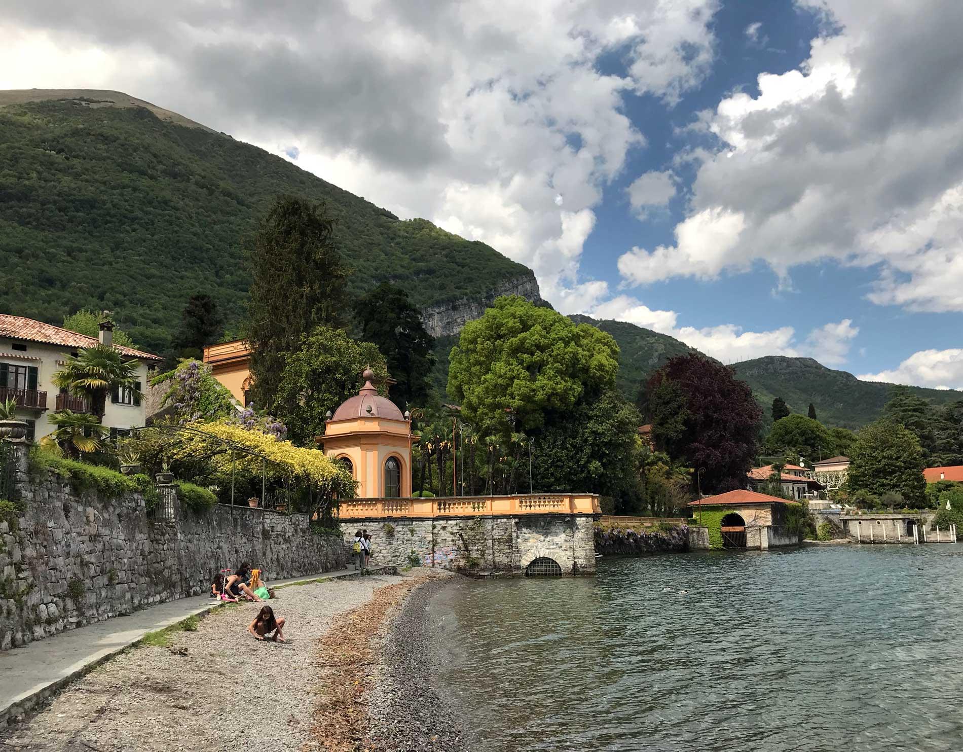 Lenno-Lago-di-Como-spiaggia-sassi-lungolago-giardino