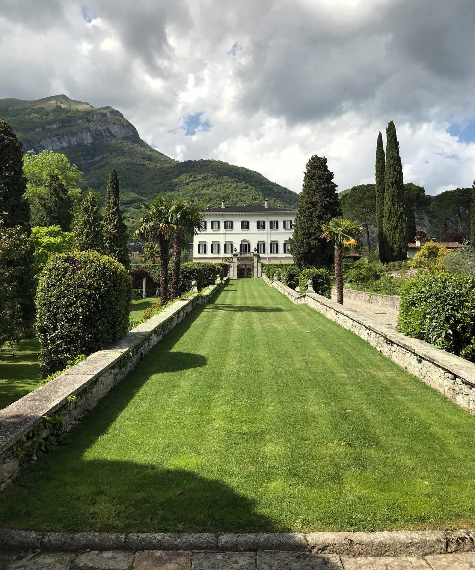 Villa-Carlia-Tremezzo-Bolvedro-ingresso-giardino-facciata