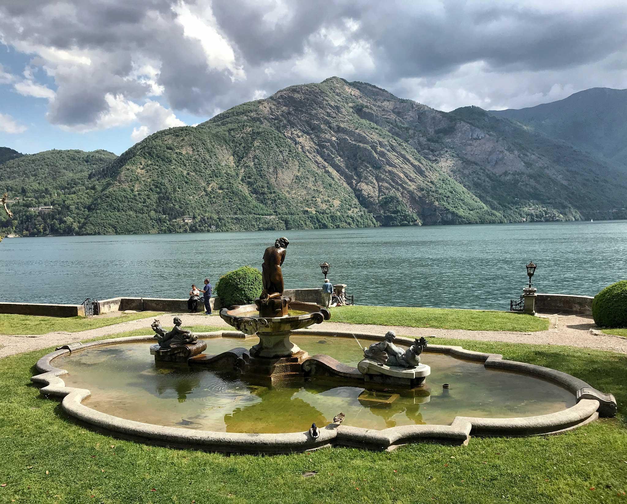 Parco-Teresio-Olivelli-Tremezzo-Lago-di-Como-fontana-giardino-lago
