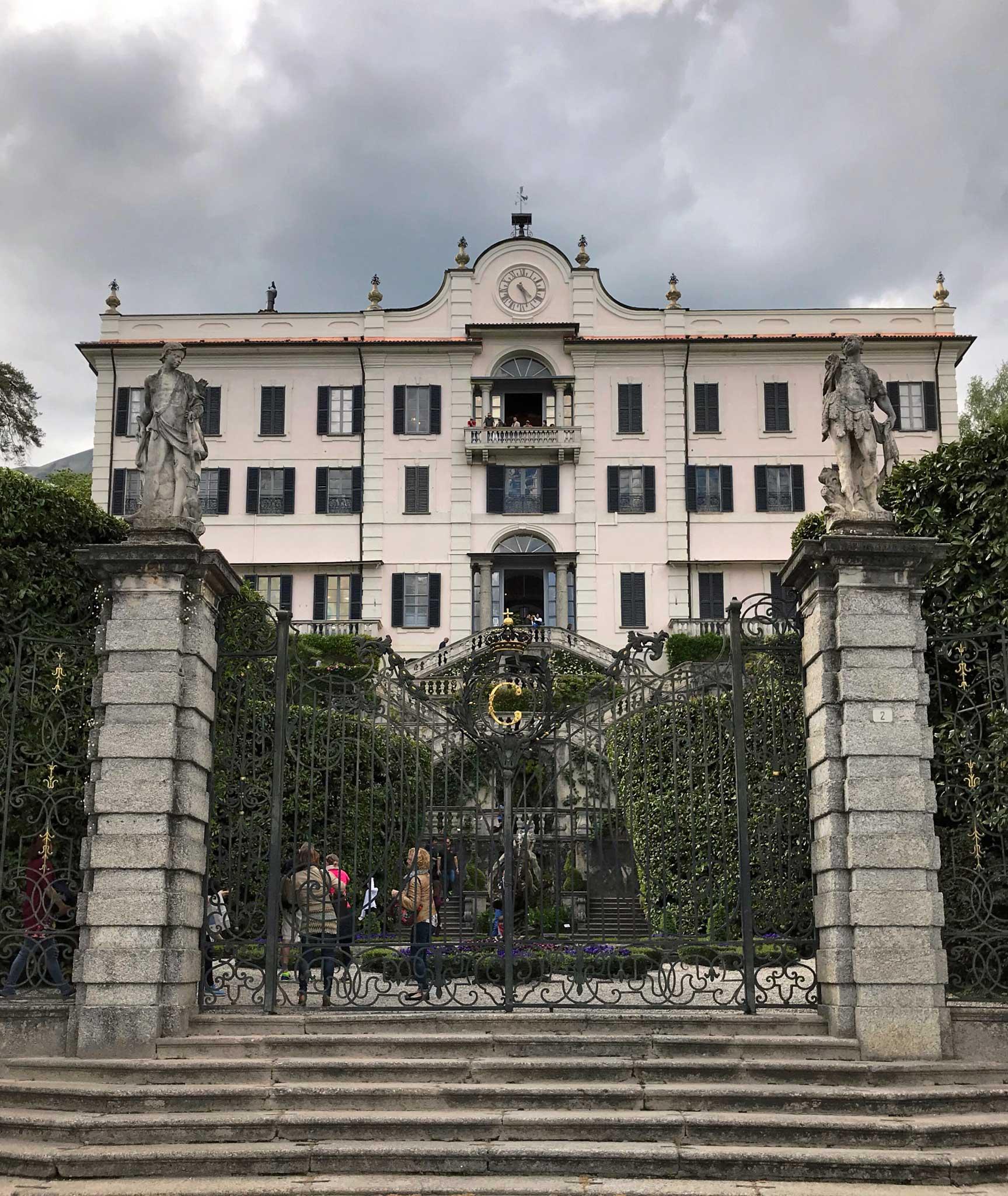 Villa-Carlotta-Tremezzo-Lago-di-Como-ingresso-facciata-cancello