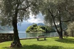 Lido-di-Ossuccio-Lago-di-Como-Isola-Comacina-panchina-verde
