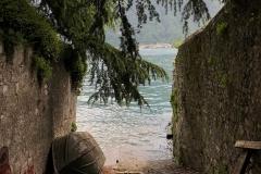Campo-Lenno-Lago-di-Como-attracco-barca-pino