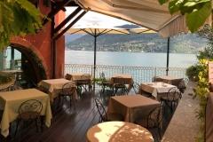 Tremezzo-Lago-di-Como-tavolini-ristorante-con-vista