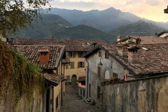 Clusone-val-seriana-scalinata-case-via-Franzini