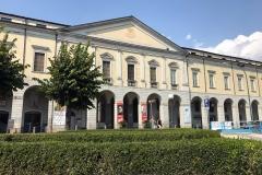 Lovere-Accademia-Tadini-facciata-neoclassica-lungolago-cespugli