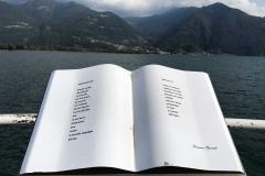 Lovere-Lago-dIseo-lungolago-libro-aperto-citazione-Giorgio-Oprandi