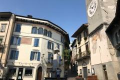 Lovere-Piazza-Vittorio-Emanuele-II-scorcio-Torre-Civica-palazzo-fontana