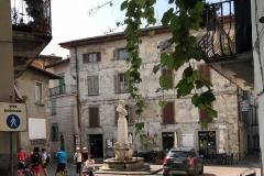 Lovere-Piazza-Vittorio-Emanuele-II-scorcio-vite-monumento
