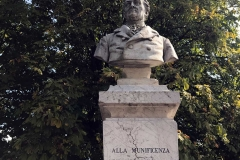 Lovere-busto-conte-Luigi-Tadini-fuori-dallAccademia-Tadini