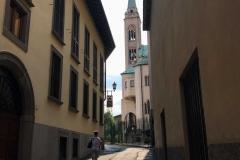 Lovere-scorcio-via-Gerosa-campanile-Santuario-Sante-Gerosa-e-Capitanio