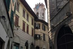 Lovere-via-Gramsci-scorcio-palazzi-Torre-Civica