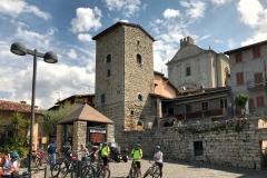 Monte-Isola-MonteIsola-frazione-Siviano-piazza-torre-chiesa-ciclisti