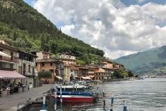 Monte-Isola-Montisola-Lago-di-Iseo-Peschiera-Maraglio-barche-case-colorate