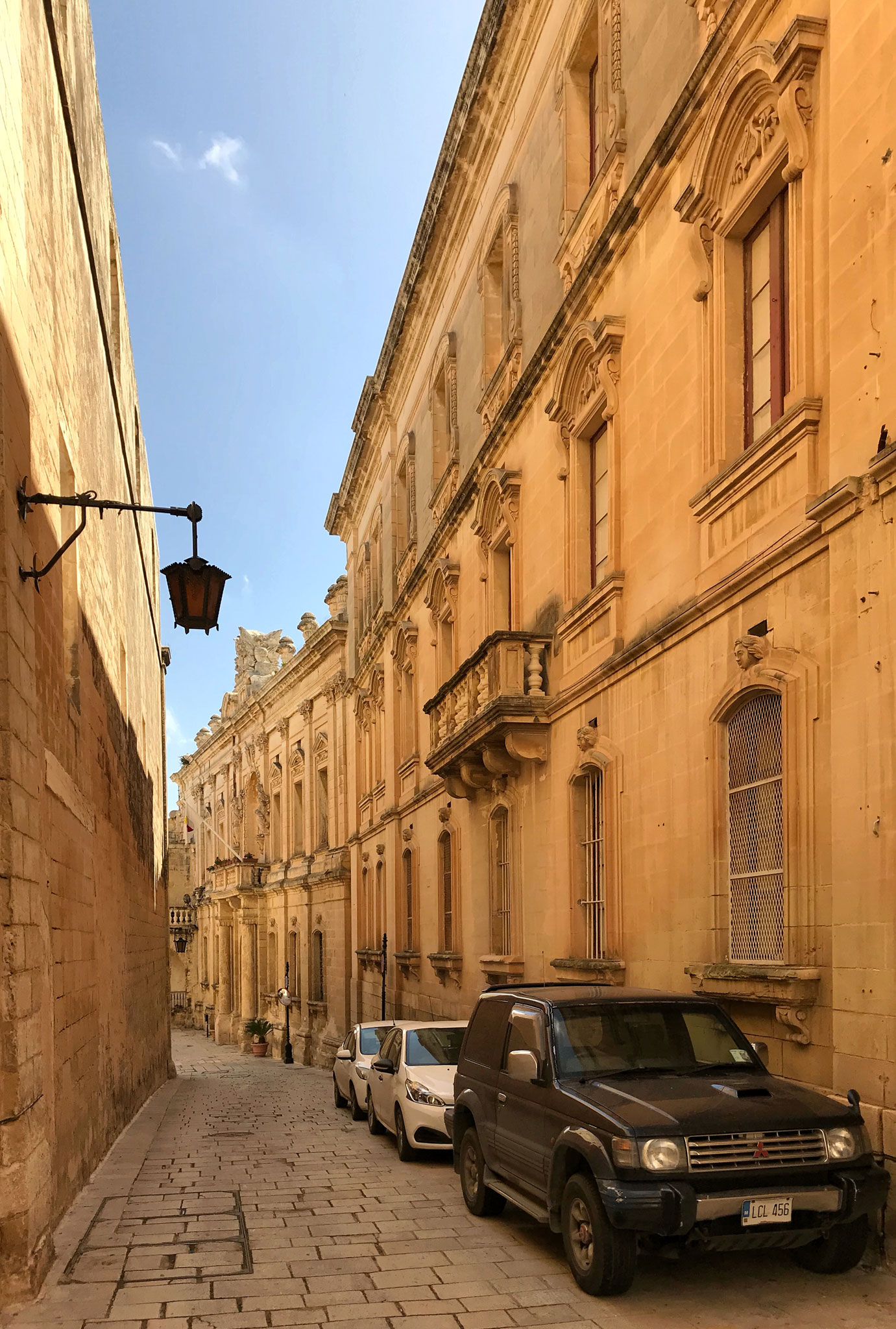 Mdina-Malta-palazzo-stile-barocco-strada-pietra-maltese