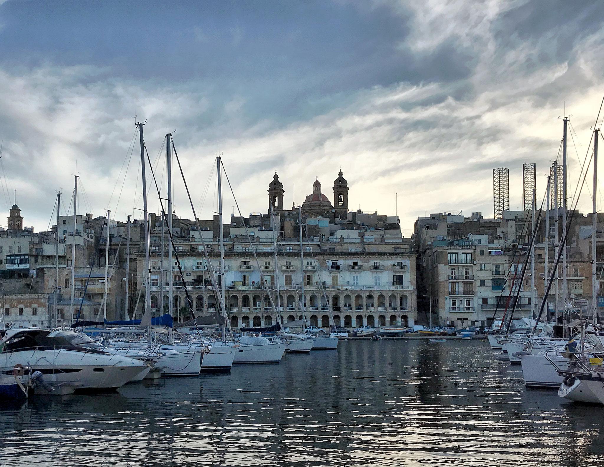 Vittoriosa-Malta-Tre-Città-mare-porto-Senglea-barche