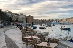 Senglea-Malta-Tre-Città-mare-porto-tavolini-barche