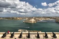 La-Valletta-Malta-panorama-Upper-Barrakka-Gardens-cannoni