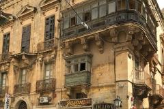 La-Valletta-Malta-strade-stile-barocco-insegne