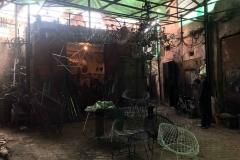 souk-Medina-Marrakech-Marocco-quartiere-dei-fabbri-sedie-in-ferro