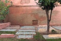 tombe-saadiane-marrakech-kasbah-tombe-giardino-albero-mosaici-geometrici