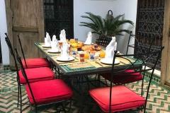 Riad-ecila-Marrakech-medina-patio-tavolo-colazione