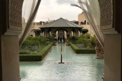 il-giardino-segreto-Marrakech-hbiqa-pavilion-vista-padiglione-arco-stile-arabo