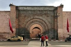Marrakech-medina-kasbah-porta-di-Bab-agnaou-persone-cicogne