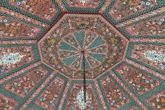 il-giardino-segreto-Marrakech-padiglione-centrale-qubba-legno-dipinto