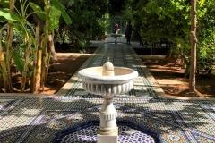 Palazzo-Bahia-marrakech-grande-riad-fontana-pavimento-mosaico-geometrico-zellige-stile-arabo