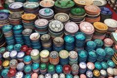 Piazza-Jamaa-el-fna-marrakech-medina-ciotole-piatti-colorati-maiolica