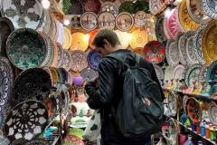 souk-marrakech-medina-negozio-piatti-colorati-maiolica