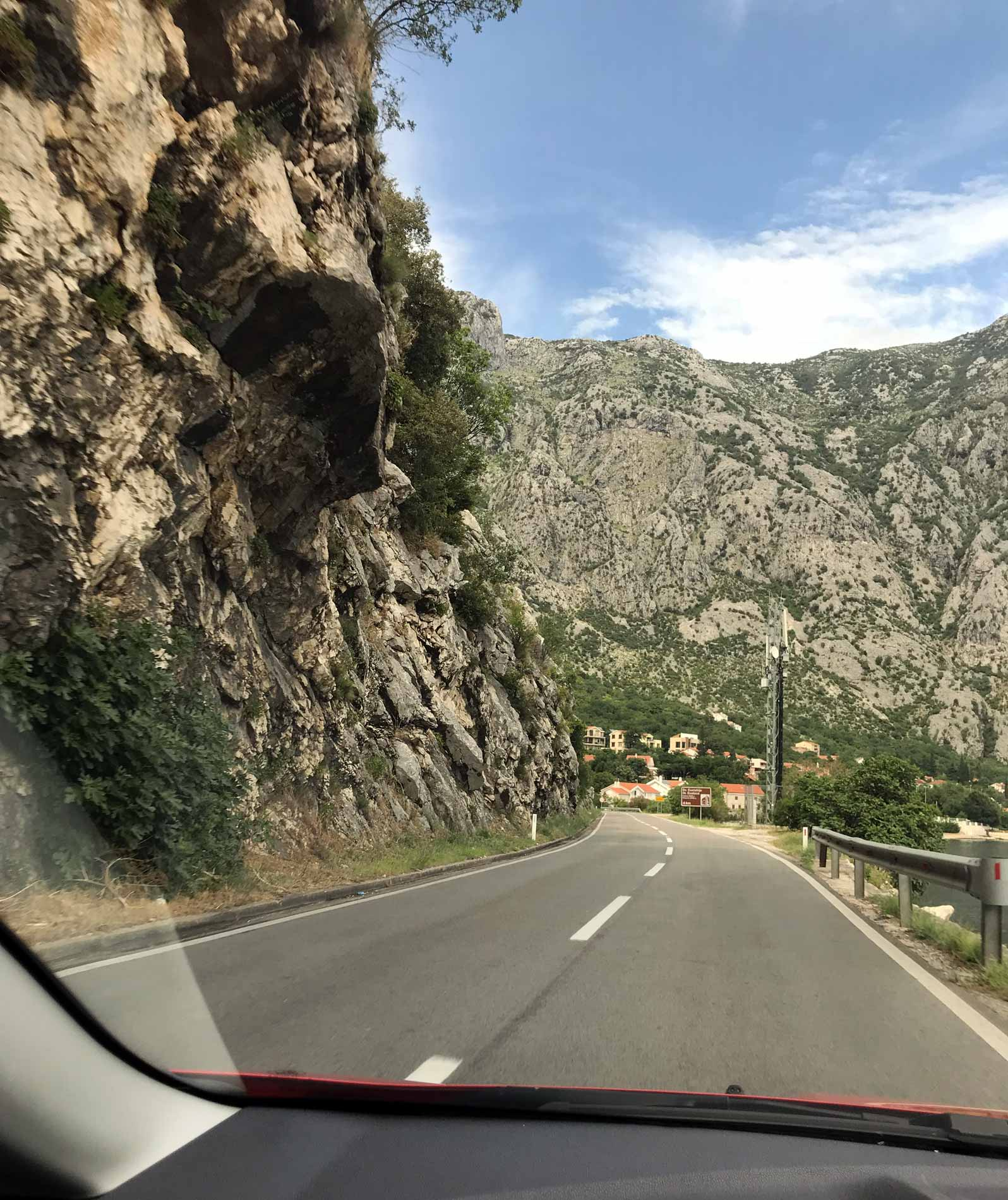 Montenegro-strada-litoranea-Bocche-di-Cattaro-in-direzione-di-Kotor