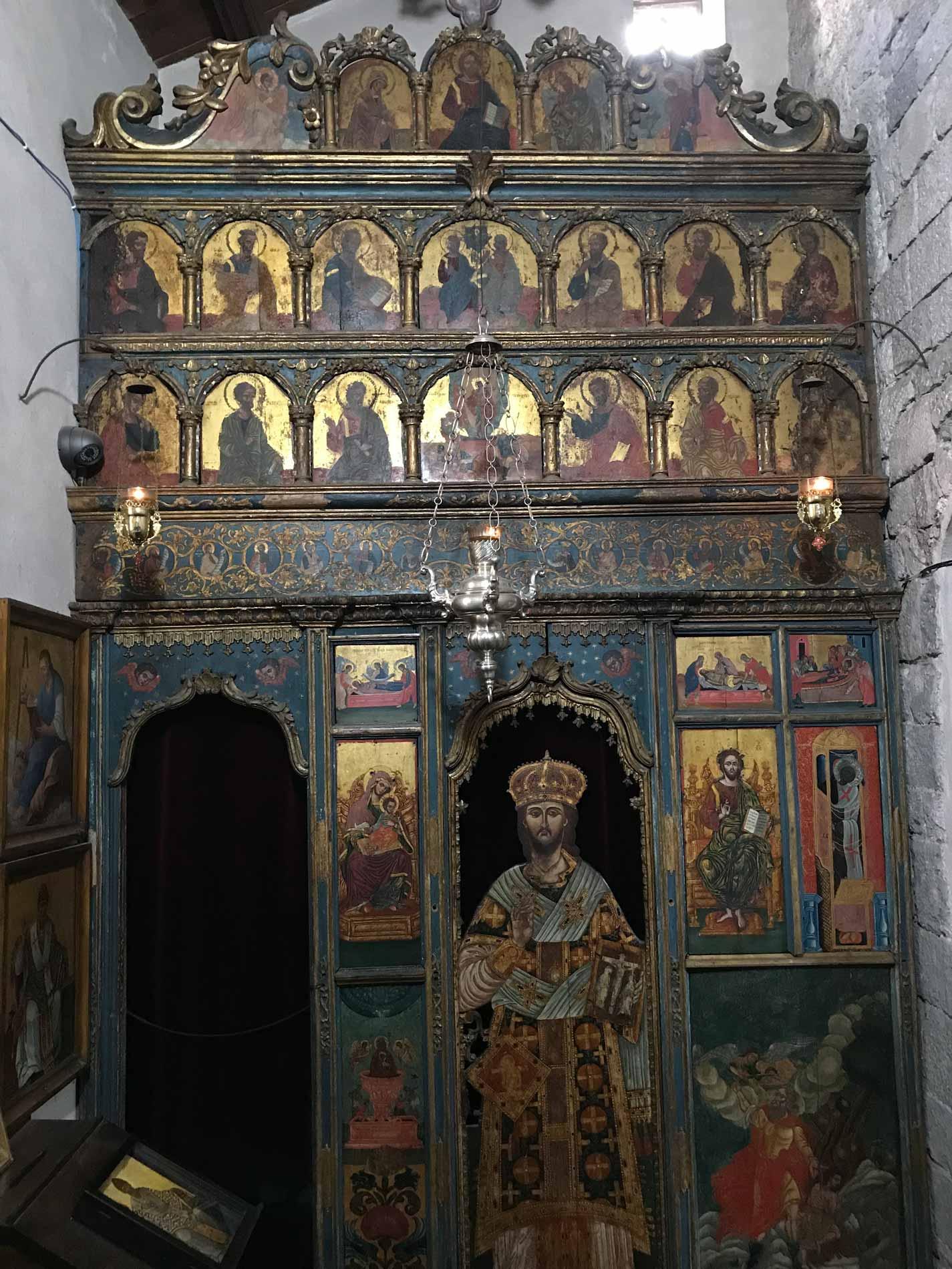 Kotor-Montenegro-Chiesa-di-San-Luca-altare-legno-santi-dipinti