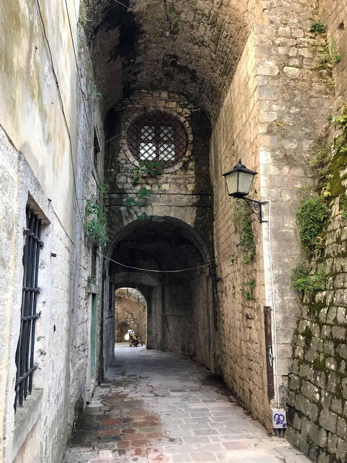 Kotor-Montenegro-Porta-Gurdic-interno-mura-veneziane-patrimonio-Unesco