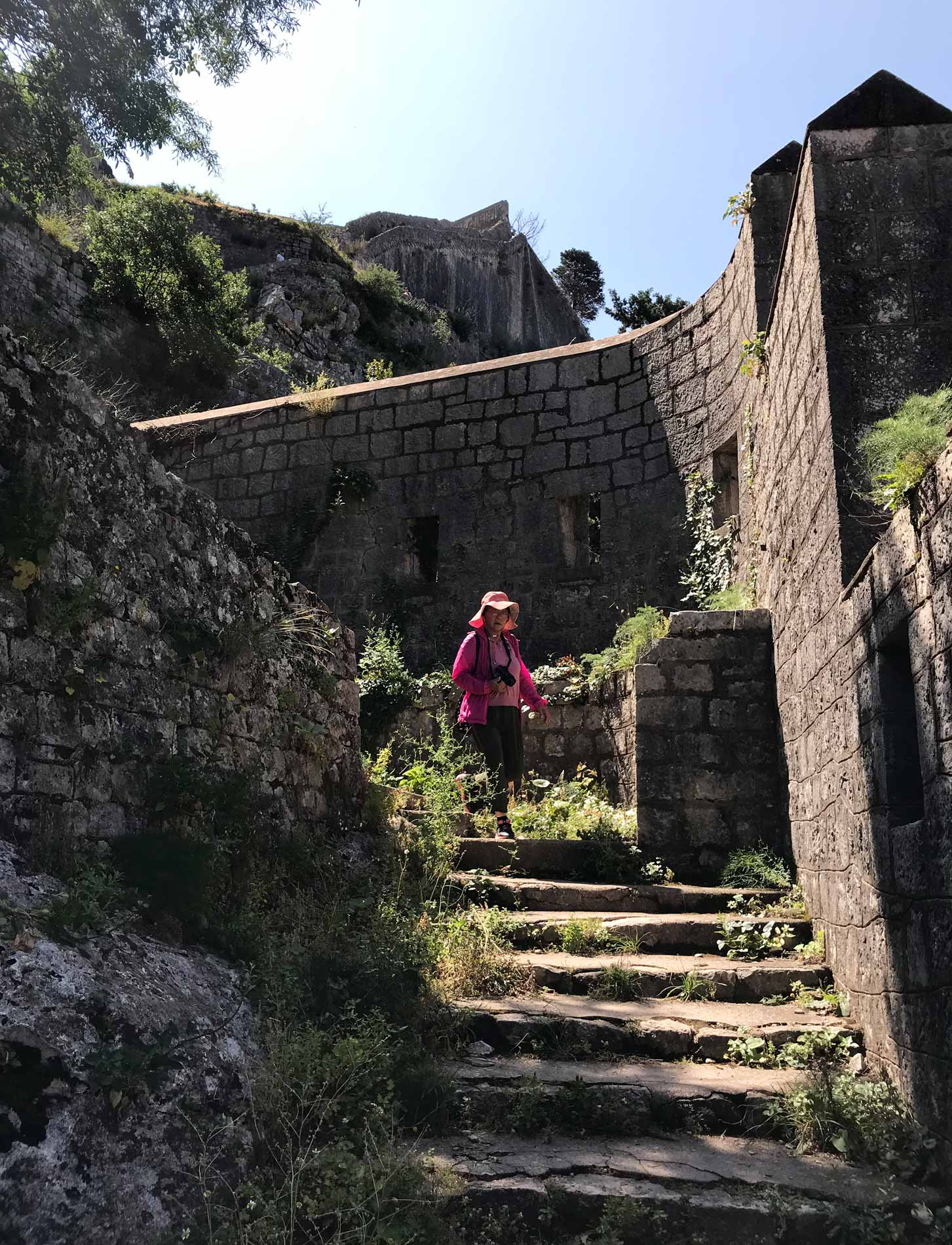 Kotor-Montenegro-mura-fortificazioni-veneziane-turista-giapponese