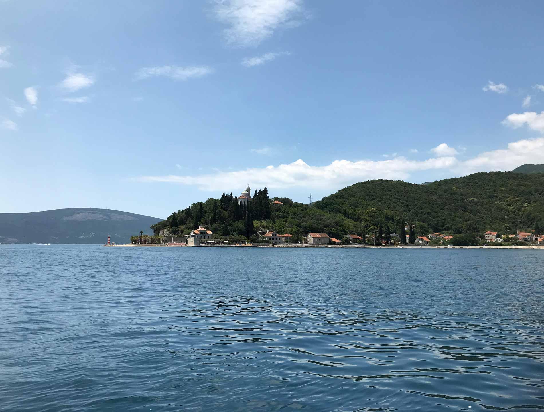 Bocche-di-Cattaro-Montenegro-penisola-Josice-chiesa-spiaggia-natura